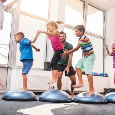 Deca vežbaju
